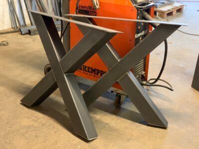 Stahlkreuz Tischgestell Jasmin nach Maß